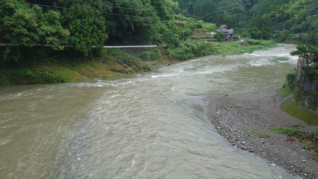 弘瀬橋から下流